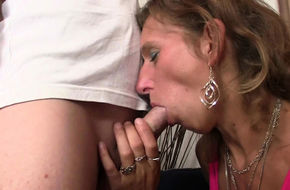 Eating old hairy pussy
